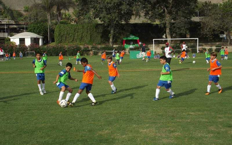 Clases-de-Futbol-Base-–-Club-Árabe-Palestino-Surco--1